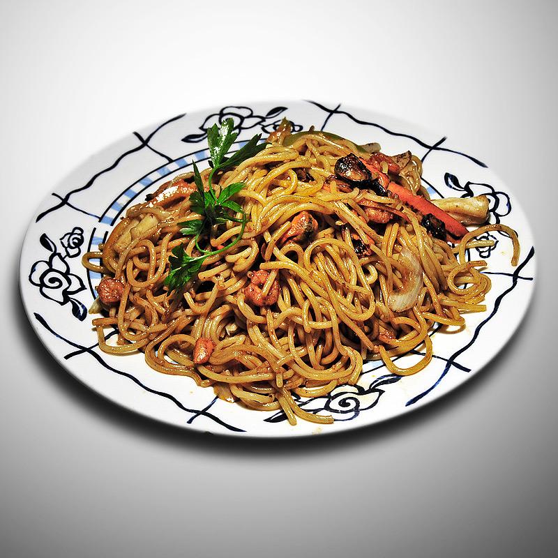 Mancare chinezeasca Spaghete prajite cu fructe de mare