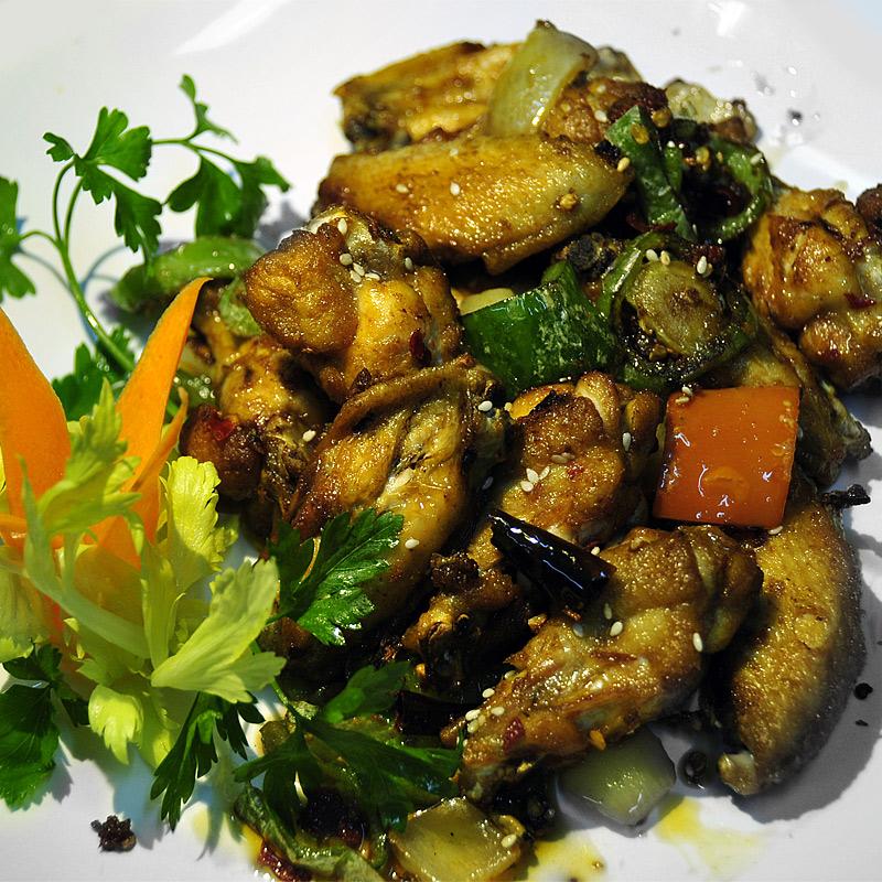 Mancare chinezeasca Aripi de pui in sos Sichuan