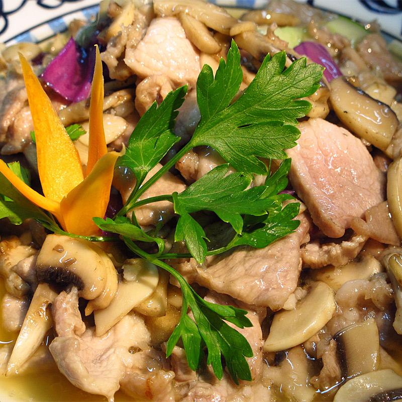Mancare chinezeasca Porc cu ciuperci