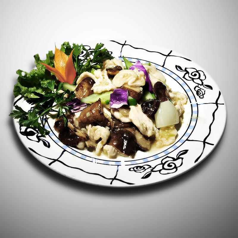 Mancare chinezeasca Pui cu ciuperci de iarna